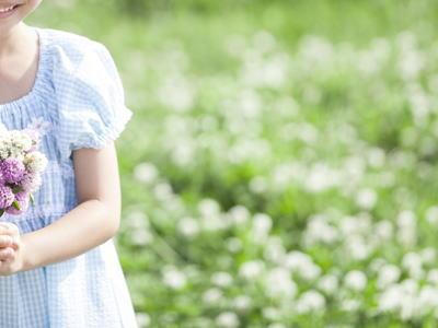 お花を持つ少女